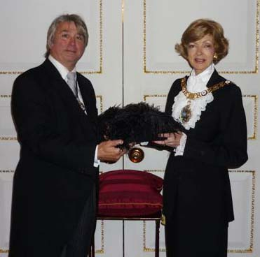 Master Simon Bartley presents the official hat to Lord Mayor Fiona Woolf at Mansion House