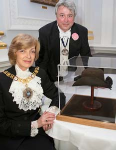 The Lord Mayor and Master Simon Bartley with Thomas More's Hat
