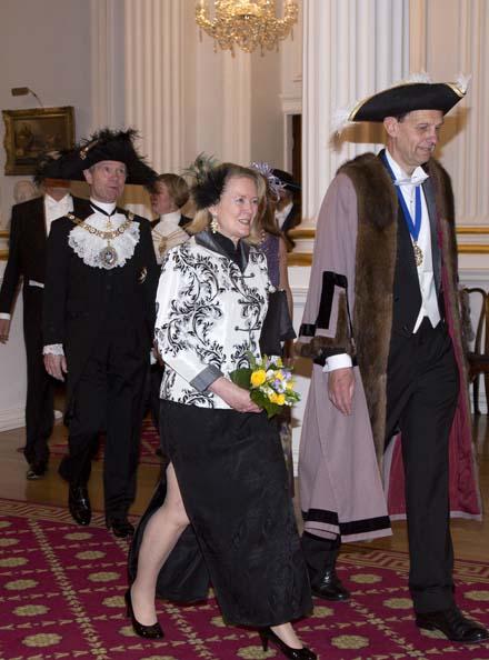 Banquet 2016 Master escorts Lady Mayoress into dinner 176K_363