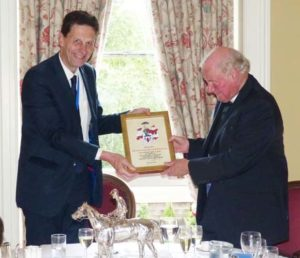 Peter Simeons presents gift to Colin Semper web P1050556