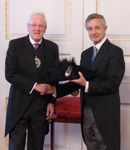 Master Feltmaker Jeremy Brassington presents the hat to new Lord Mayor, Dr. Andrew Parmley